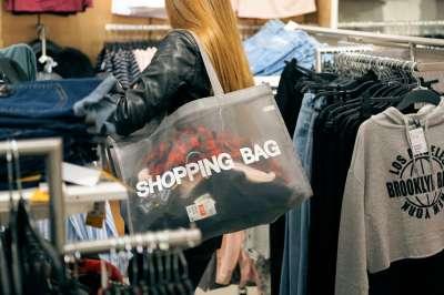 Сан-Франциско впервые за 13 лет разрешил пластиковые пакеты, запретив многоразовые сумки
