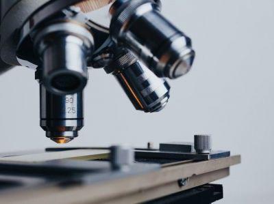 У фотоактивных молекул обнаружили противовирусные свойства