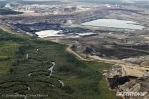 Разработка нефтеносных песков в Канаде разрушает девственные леса. Фото: Greenpeace