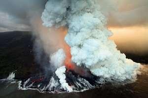 Вулкан Питон-де-ла-Фурнез на острове Реюньон (фото Richard Bouhet / AFP / Getty).