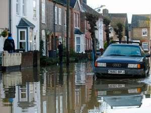 Затоплены более 600 домов, при этом около 250 тысяч домовладений удалось защитить от воды. Фото: Reuters