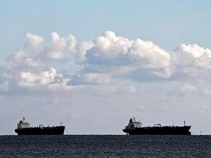 В Японии столкнулись два танкера, произошел разлив нефти. Фото: Reuters
