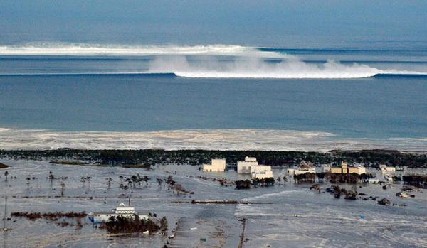 Топ 10 Самые страшные цунами в истории 11 фото