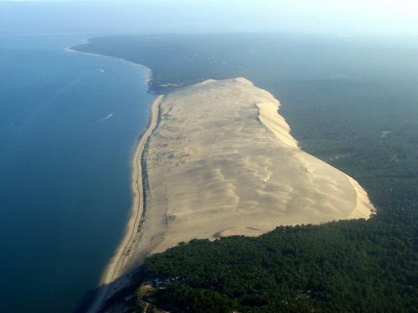 Огромная песчаная дюна во Франции