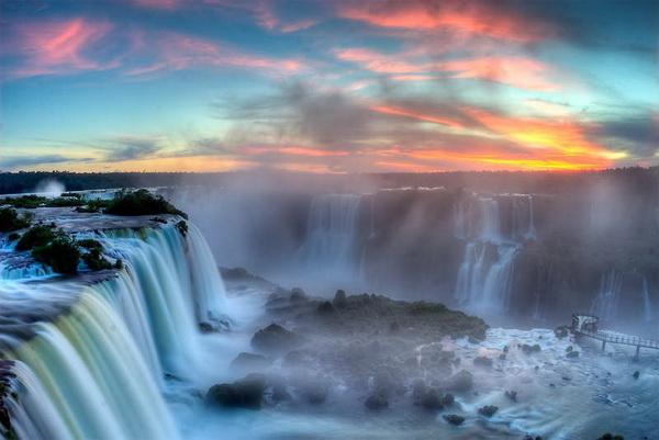 Водопад Игуасу - большая вода на границе двух стран