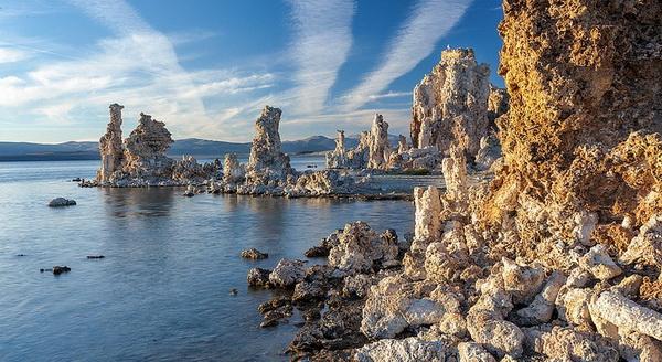 Волшебные башни озера Моно