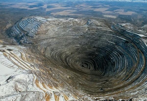 Фотофакт: Десять рукотворных черных дыр на теле Земли